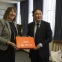 Ms Jane O'Dwyer presents gift to Professor Wang Xiaofeng